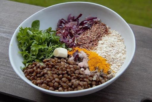 Zoodles mit Linsenbällchen & Lentil Sea Salt Crunch